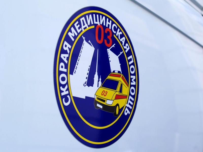 В Петербурге возле продуктового магазина сбили женщину