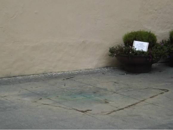 Наулице Рубинштейна демонтировали памятник Довлатову