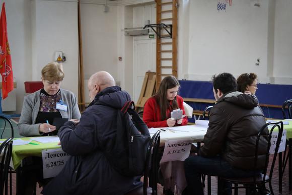 В Петербурге подвели итоги выборов, несмотря на протесты оппозиции
