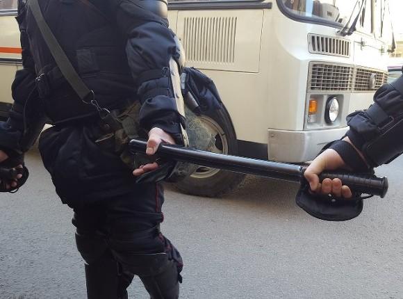 СКвозбудил дело пофакту ранения полицейского наакции вцентре столицы