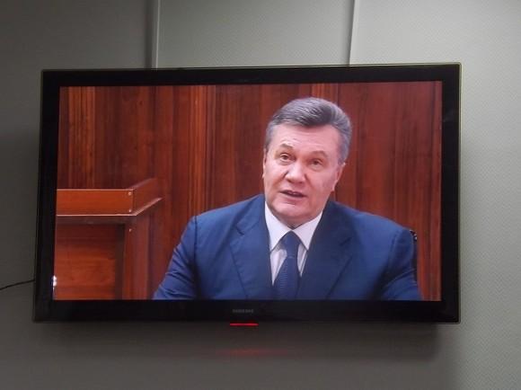 Порошенко просит Раду принять закон, чтобы побыстрее осудить Януковича