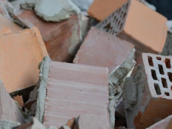 Рабочий погиб при обрушении стены в московском офисе