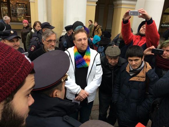 ВПетербурге милиция недала ЛГБТ-активисту прилечь вгроб