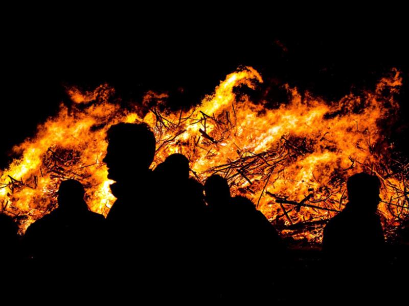 В Калифорнии лесной пожар окружил город