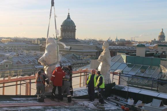Нааттик храма Святой Екатерины возвращают Евангелистов