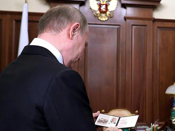 Кинаугурации В. Путина вПетербурге нарисовали «Лебединое озеро»