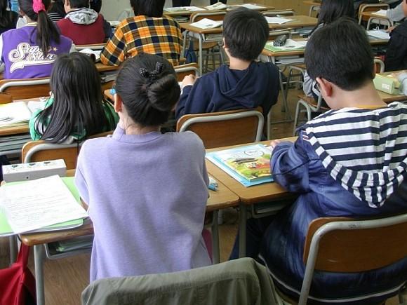 На столичных школьников наденут электронные браслеты