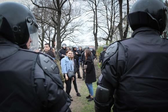 В столице задержали пресс-аташе Навального за«организацию митинга путем ретвита»