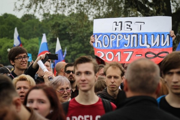 Милиция изъяла агитационный куб уштаба Навального вКемерове