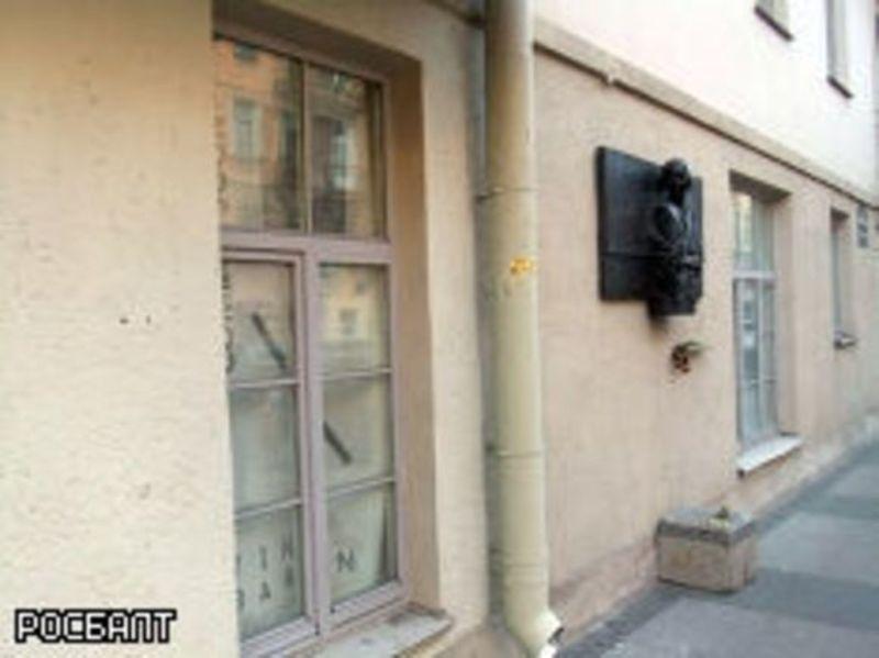 Жильцы дома на улице Рубинштейна требуют, чтобы власти открыли Центр Ольги Берггольц вместо ресторана