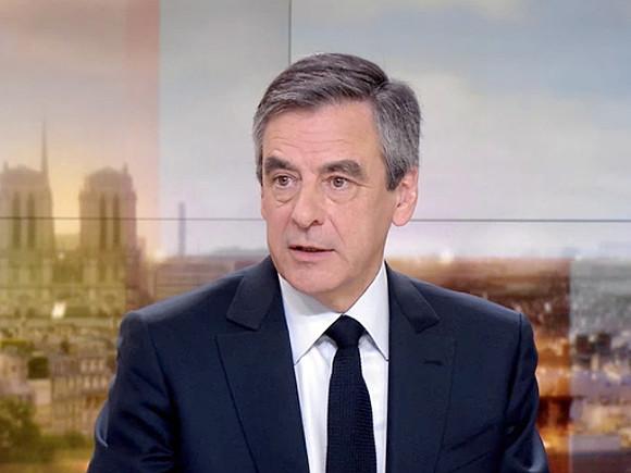 «Республиканцы» единогласно поддержали Фийона вкачестве кандидата впрезиденты Франции