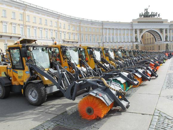 Сулиц Петербурга вывезли 30 тыс. тонн пыли