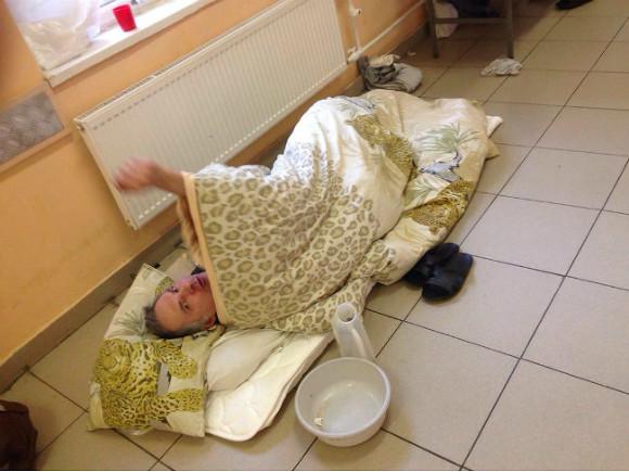 В клинике Петербурга из-за нехватки мест пациентов укладывают напол вкоридоре
