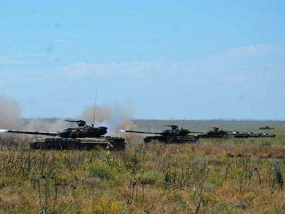 Украина провела танковые учения наАзовском побережье