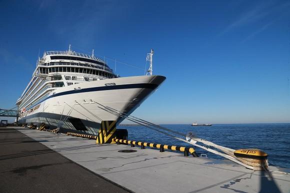 Пассажирский порт Петербурга начал летнюю навигацию сзахода люксового судна