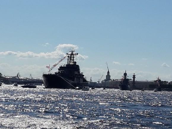 День ВМФ вПетербурге закончился фейерверком