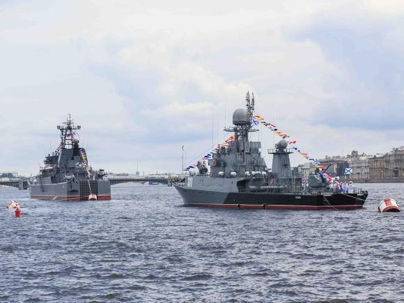 Главком ВМФ Российской Федерации встретился скомандующим ВМС Китая вПетербурге