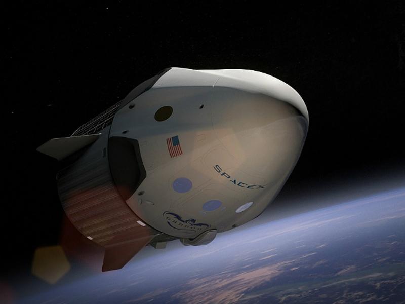 SpaceX заключила первый в мире контракт с «космическим туристом», который облетит Луну