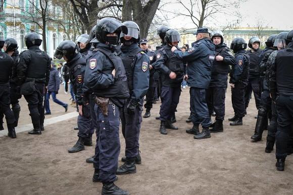 ВПетербурге арестован участник акции 5мая. Онякобы выбил полицейскому зуб