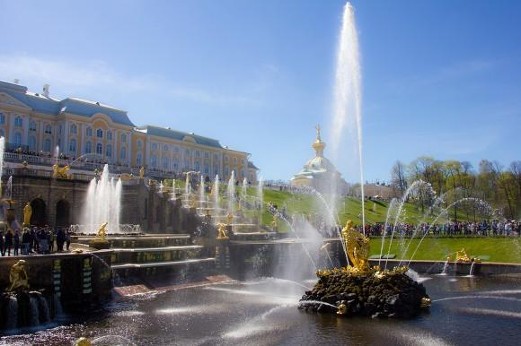 Петергоф официально открывает летний сезон