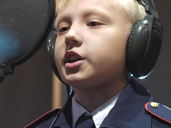 В русской школе детей заставляют петь песню «Дядя Вова, мыстобой»