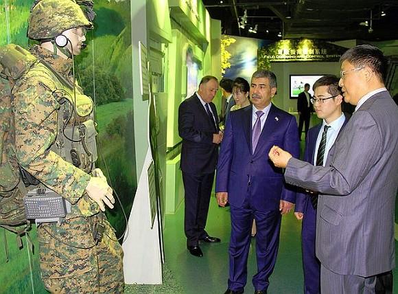 Министр обороны Азербайджана встретился скомандующим западной зоной Китая
