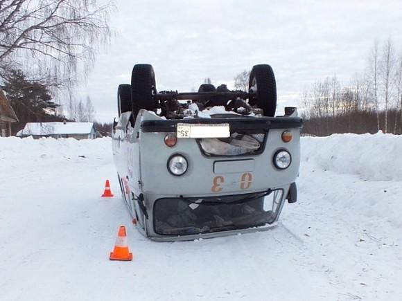 Автомобиль «скорой помощи» перевернулся накрышу ипокалечил 2-х женщин