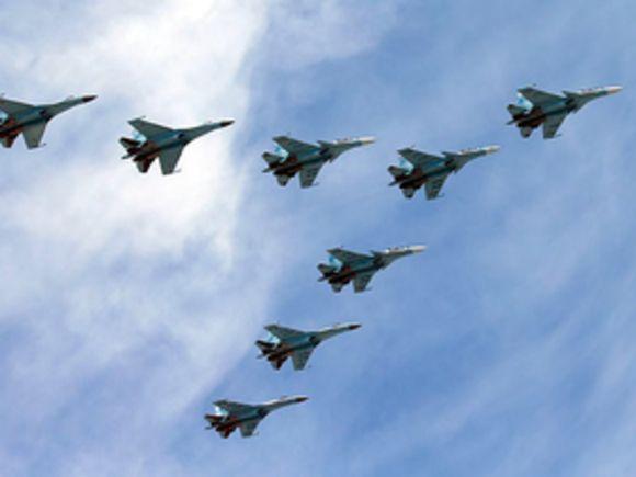 Внебе над Петербургом прошёл тренировочный полёт истребителей