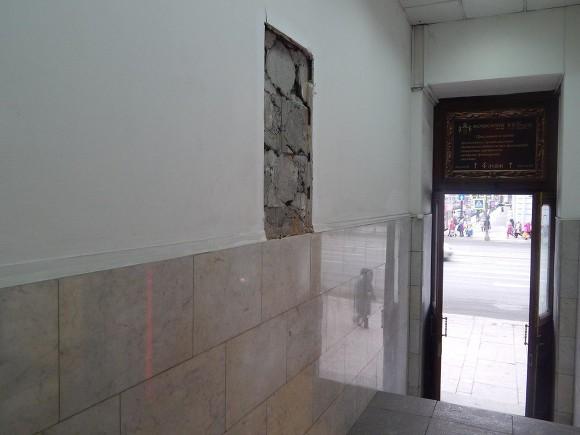 ВПетербурге демонтировали мемориальную доску фотографу Карлу Булле