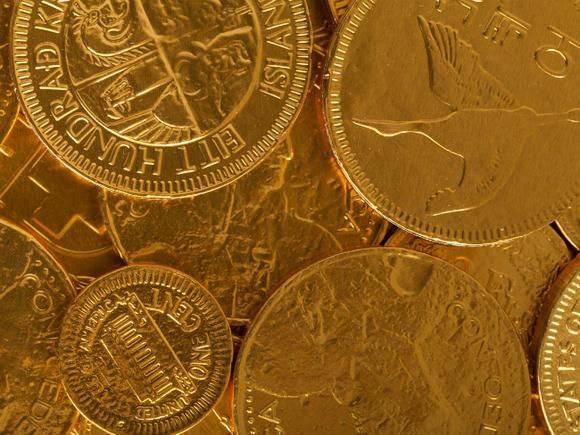 Золото слегка дорожает в ожидании статистики из США и решения ФРС