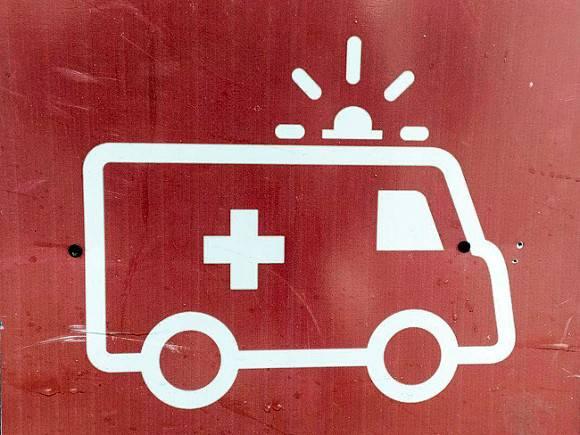 В Омске скорая из-за отсутствия мест в больницах привезла больную коронавирусом к зданию Минздрава