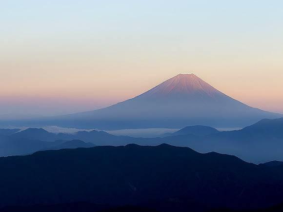 Япония обещала полностью прекратить выбросы парниковых газов через 50 лет