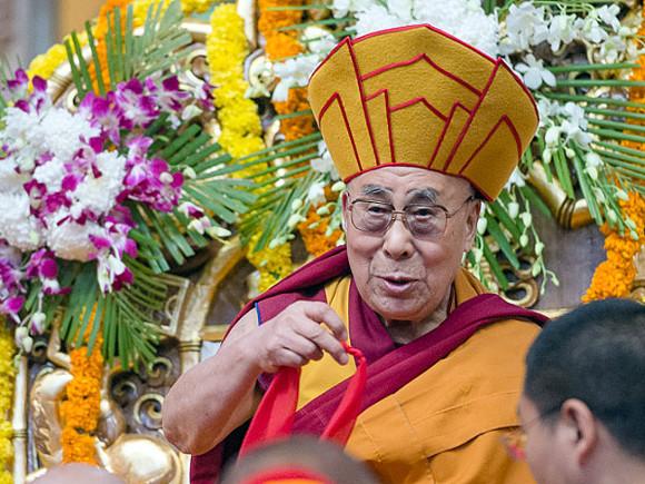 Далай-лама привился от коронавируса (фото)