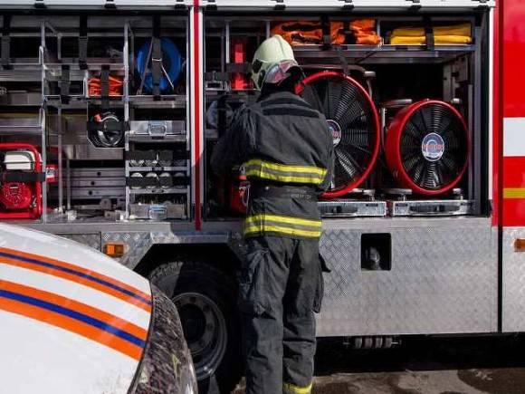 Автомобиль загорелся на дороге на востоке Москвы