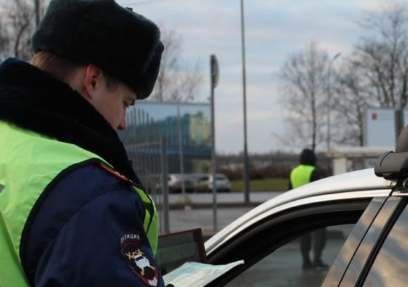 Российских водителей в 2021 году ждут новые штрафы и ограничения