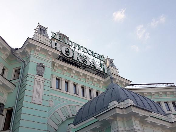 На вокзалах Москвы и станциях МЦК пассажирам начали раздавать воду