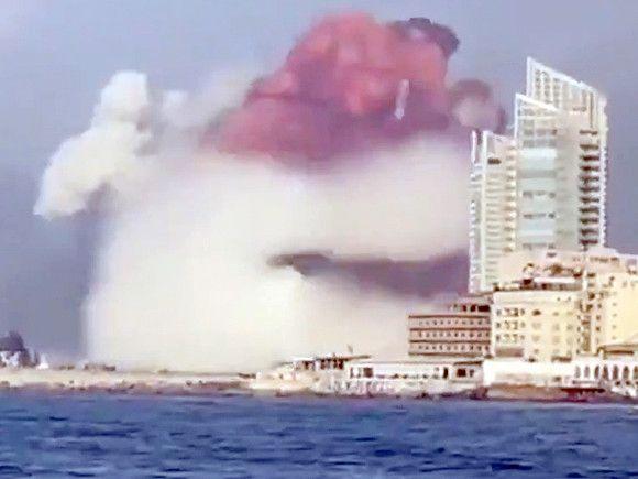 Протестующих ливанцев разогнали слезоточивым газом в годовщину чудовищного взрыва в Бейруте (фото, видео)