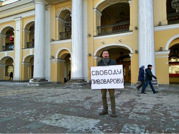 Суд в Краснодаре отказался выпустить оппозиционера Пивоварова из СИЗО