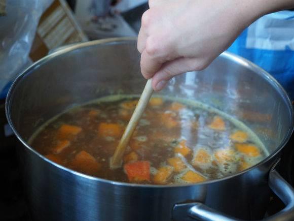 Диетологи определили самый полезный суп