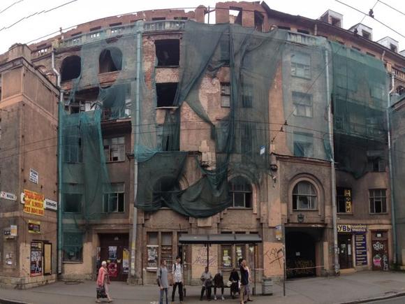 Пожар в доме Басевича локализовали на площади 200 кв. метров