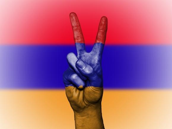 Партия Пашиняна лидирует на выборах в парламент Армении