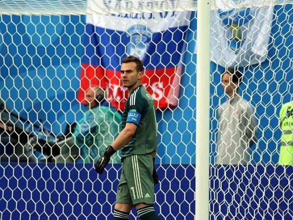 Лучшим вратарем мира за 30 лет признали итальянца Буффона, в топ-50 также попал Игорь Акинфеев