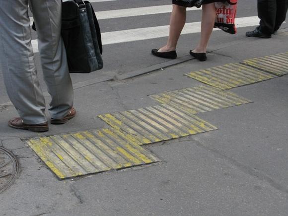 Водитель насмерть сбил девушку на пешеходном переходе в Москве