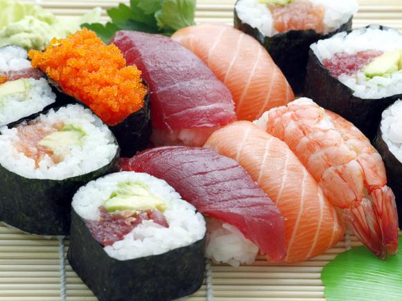«Еду не привозят, деньги не вовращают»: петербуржцы пожаловались на проблемы доставки из сети ресторанов TOKYO-CITY