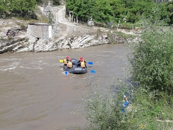 Под автомобилем обрушился мост через реку Кубань