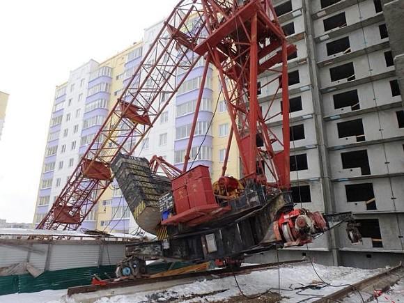 На стройке в Краснодаре упал башенный кран: погибли двое