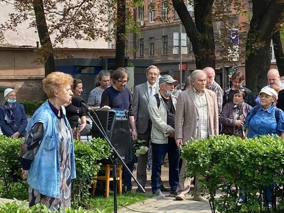 В Петербурге прошла церемония в память о Галине Старовойтовой (фото)