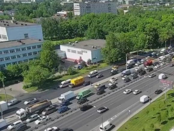 На МКАД образовалась 10-километровая пробка после столкновения двух грузовиков