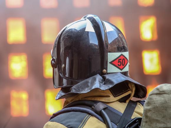 Работы на месте пожара в здании Невской мануфактуры в Петербурге продолжаются пятые сутки