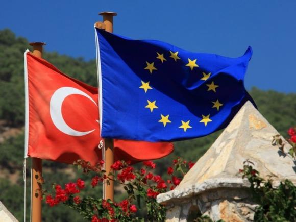 Брюссель призвал остановить переговоры о вступлении Турции в ЕС